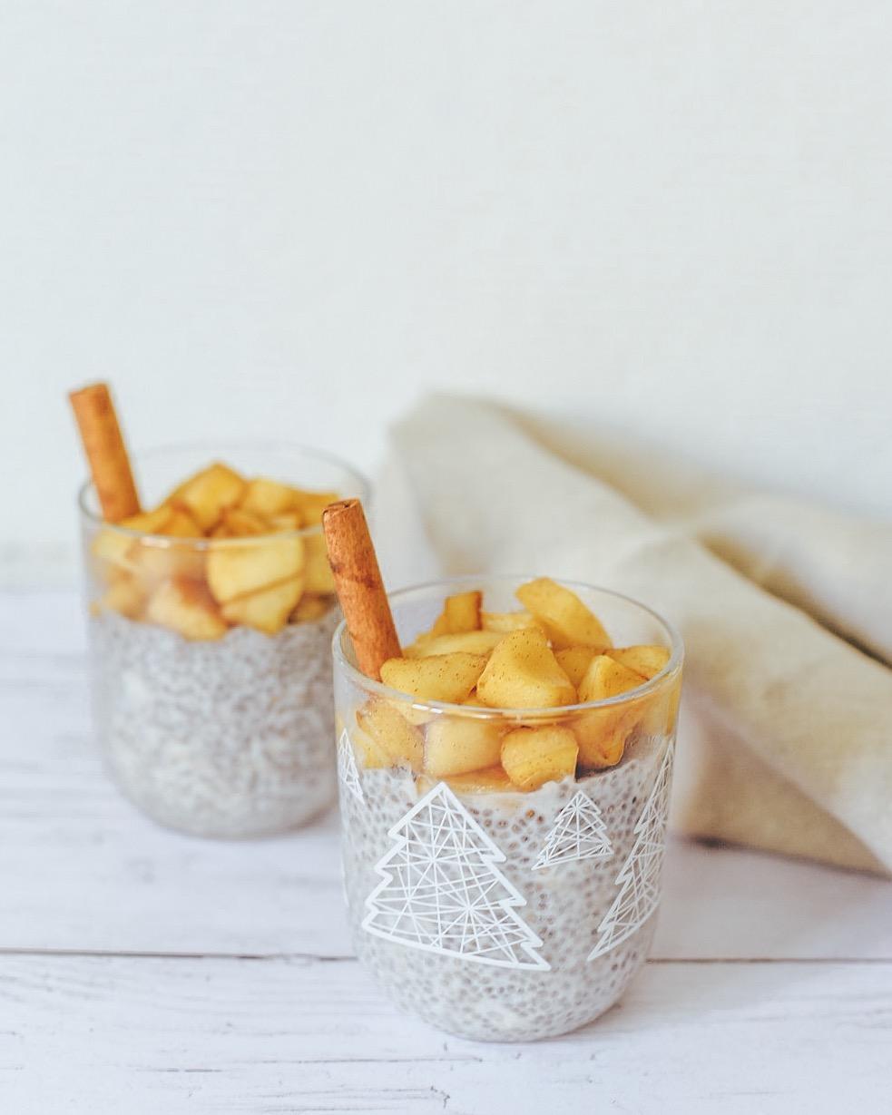 Pudding de chia et pommes caramélisées